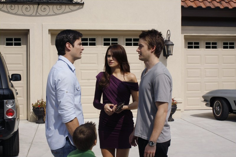 Quinn (Shantel VanSanten) e Clay (Robert Buckley) discutono con Nathan (James Lafferty) nell'episodio Your Cheatin' Heart di One Tree Hill
