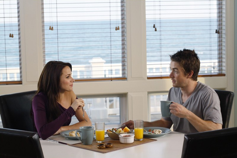 Quinn (Shantel VanSanten) e Clay (Robert Buckley) fanno colazione insieme nell'episodio Your Cheatin' Heart di One Tree Hill