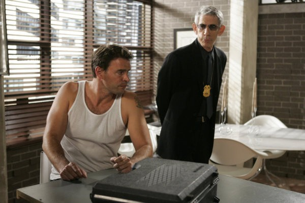 Scott Foley e Richard Belzer in una scena dell'episodio Hammered della serie Law & Order: SVU