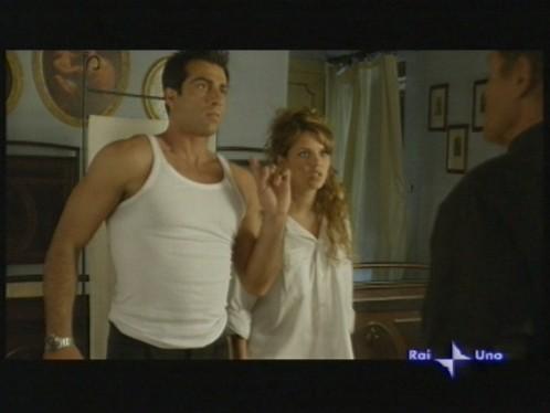 Terence Hill, Pamela Saino e Simone Montedoro nell\'episodio Mai dire trenta di Don Matteo