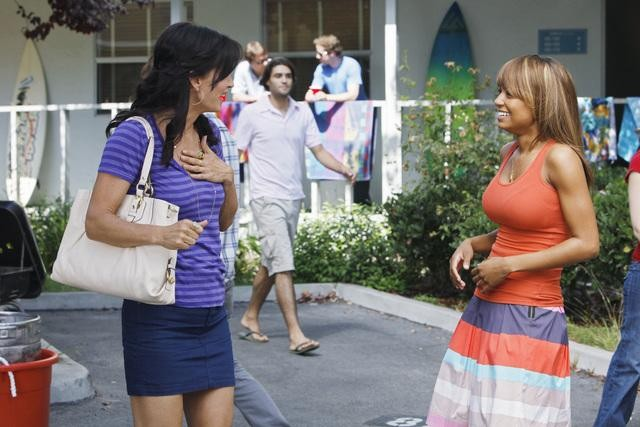 Tyra Colar e Courteney Cox nell'episodio A Woman In Love (It's Not Me) di Cougar Town