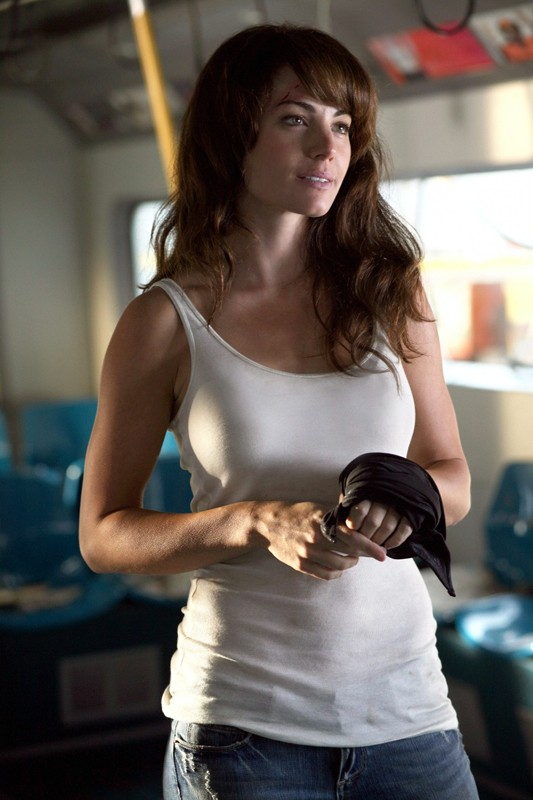 Erica Durance interpreta Lois Lane nel primo episodio della 9 stagione di Smallville