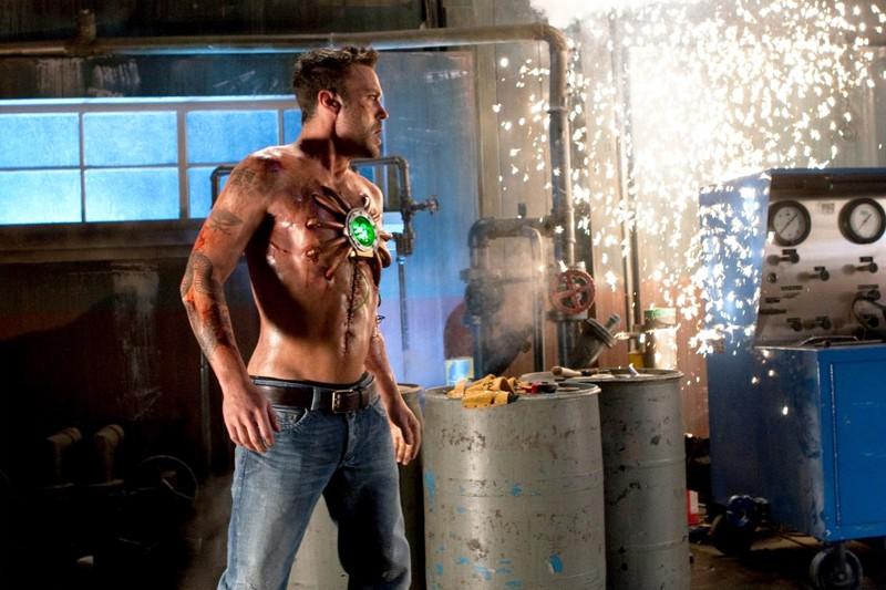 Il nuovo personaggio Metallo (Brian Austin Green) in una scena dell'episodio Metallo di Smallville
