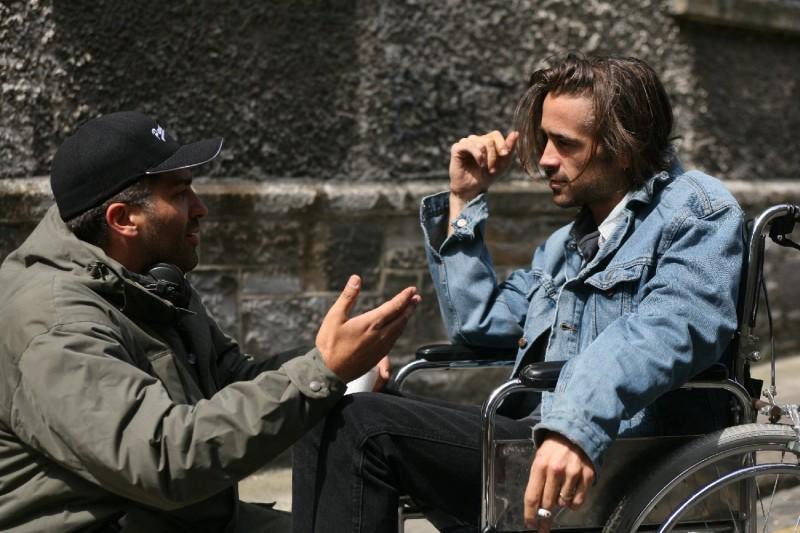 Il regista Danis Tanovic e Colin Farrell sul set del film Triage