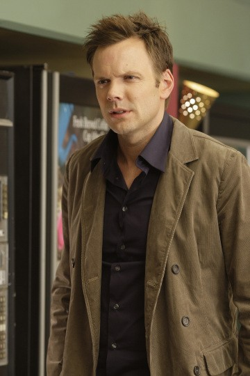 Joel McHale nell'episodio Social Psychology della serie Community