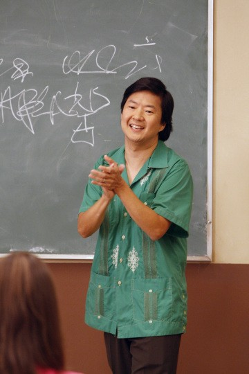 Ken Jeong in una scena dell'episodio Social Psychology della serie Community