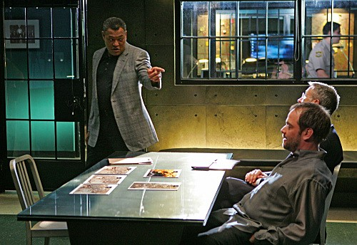 Laurence Fishburne in una scena dell'episodio The Lost Girl di CSI