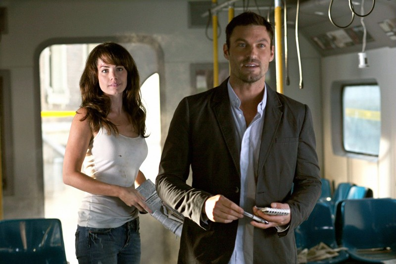 Lois (Erica Durance) e John (Brian Austin Green) nell'episodio Savior di Smallville