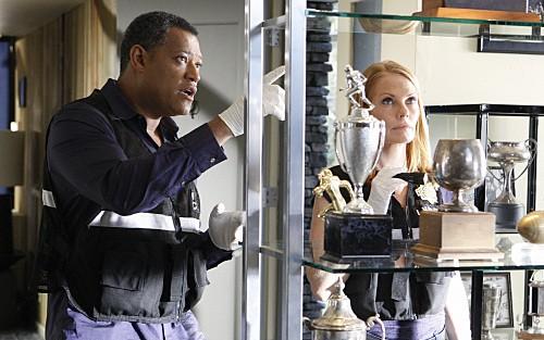 Marg Helgenberger e Laurence Fishburne nell'episodio Bloodsport della serie CSI