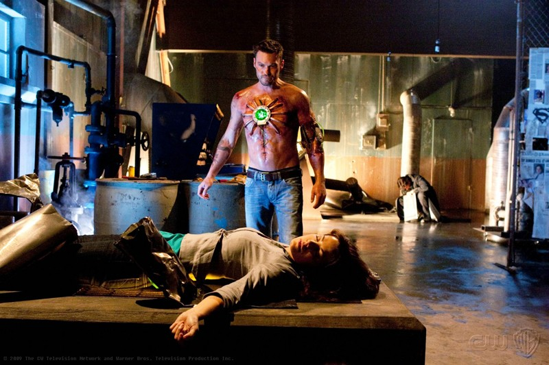 Metallo (Brian Austin Green) e Lois (Erica Durance) in una sequenza dell'episodio Metallo di Smallville