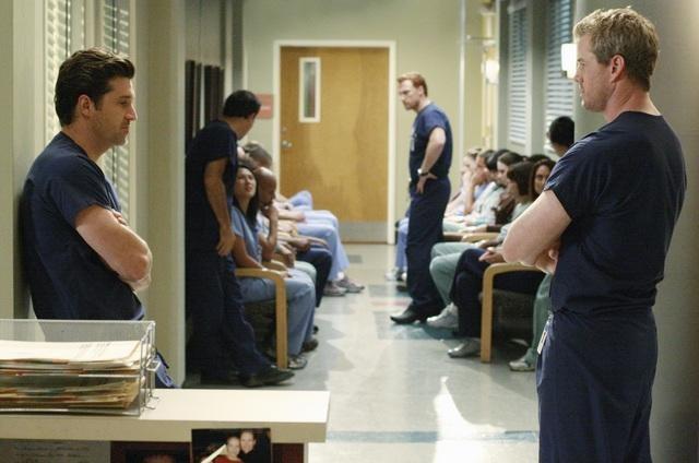 Patrick Dempsey, Kevin McKidd ed Eric Dane in una scena dell'episodio I Saw What I Saw di Grey's Anatomy