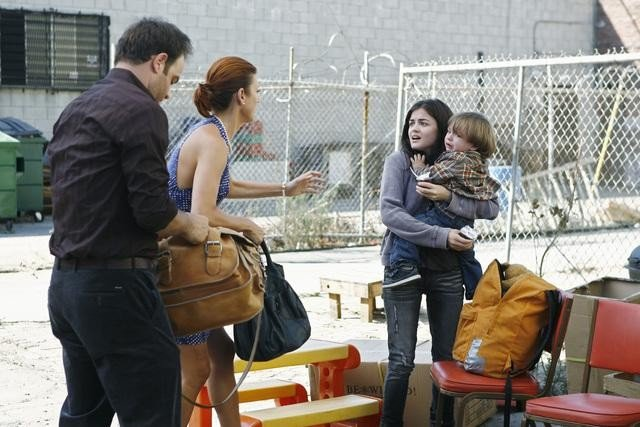 Paul Adelstein, Kate Walsh e Lucy Hale in un momento dell'episodio Pushing the Limits di Private Practice