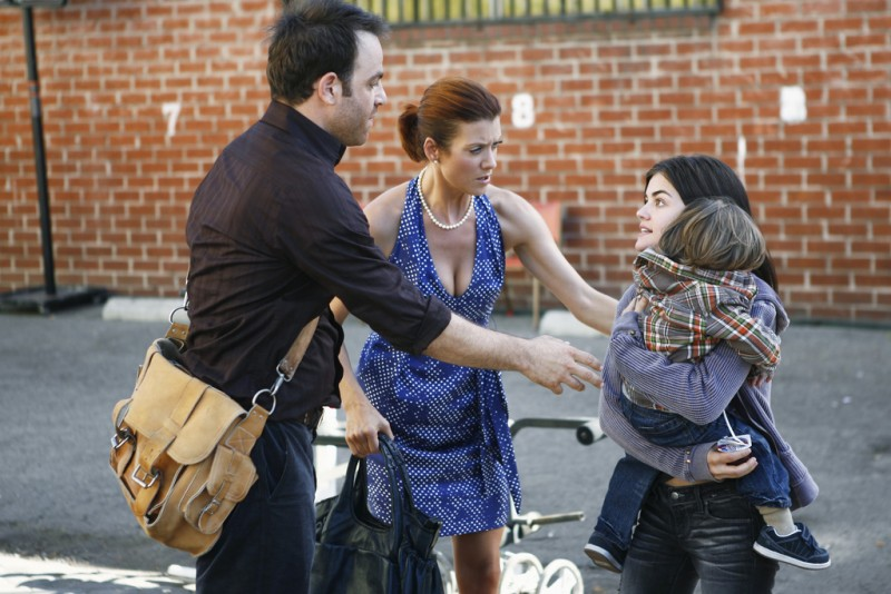 Paul Adelstein, Kate Walsh e Lucy Hale in una scena dell'episodio Pushing the Limits di Private Practice