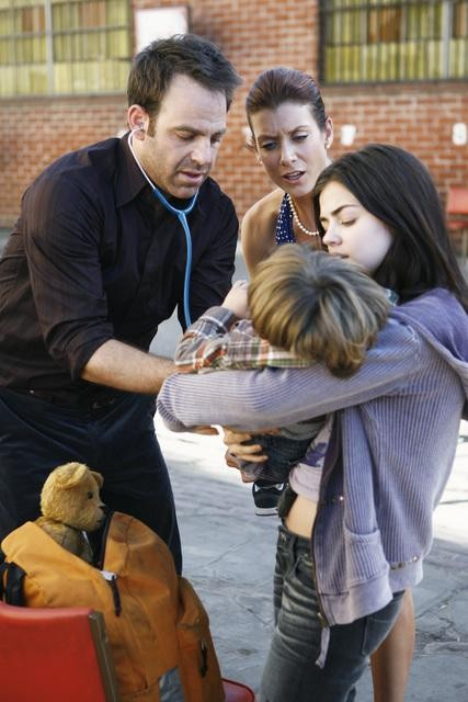 Paul Adelstein, Kate Walsh e Lucy Hale nell'episodio Pushing the Limits di Private Practice