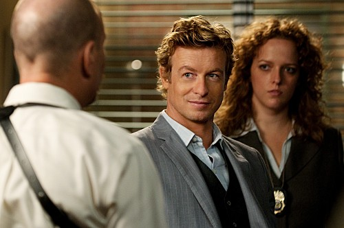 Simon Baker in una scena dell'episodio Black Gold and Red Blood di The Mentalist
