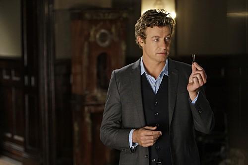 Simon Baker in una scena dell'episodio Red Scare di The Mentalist