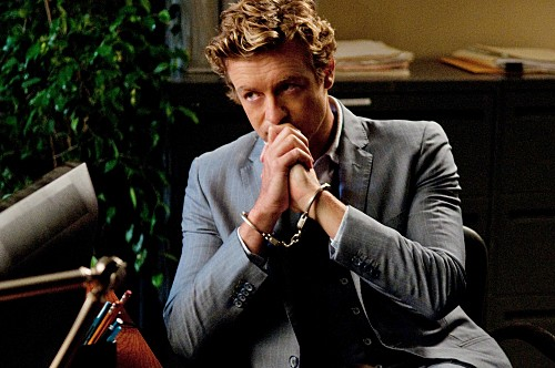 Simon Baker nell'episodio Black Gold and Red Blood di The Mentalist