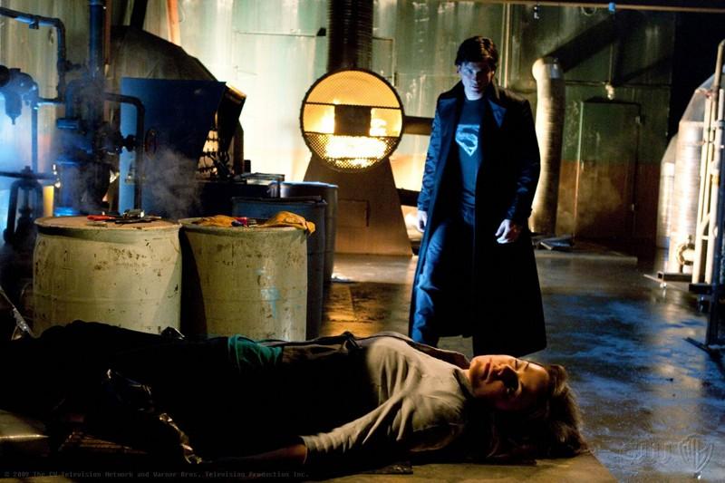 Tom Welling ed Erica Durance in una momento dell'episodio Metallo della nona stagione di Smallville
