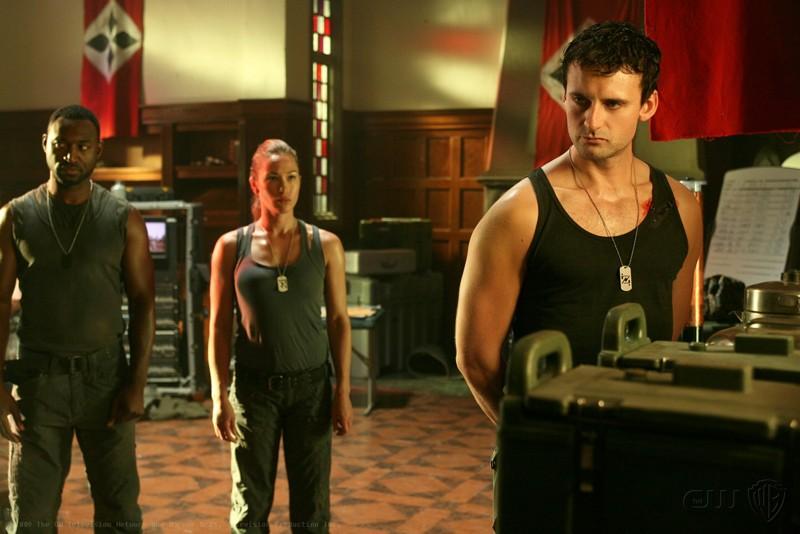 Zod (Callum Blue) e il suo gruppo nell'episodio Savior della nona stagione di Smallville
