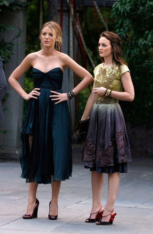 Blake Lively e Leighton Meester in un momento dell'episodio Rufus Getting Married di Gossip Girl