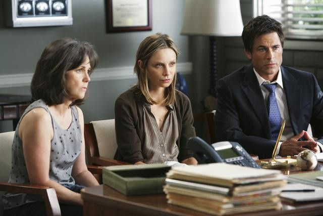 Brothers & Sisters: Rob Lowe, Calista Flockhart e Sally Field nell'episodio Almost Normal