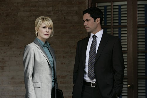 Cold Case: Kathryn Morris e Danny Pino nell'episodio The Long Blue Line