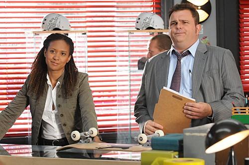 Cold Case: Tracie Thoms e Jeremy Ratchford in una scena dell'episodio Hood Rats