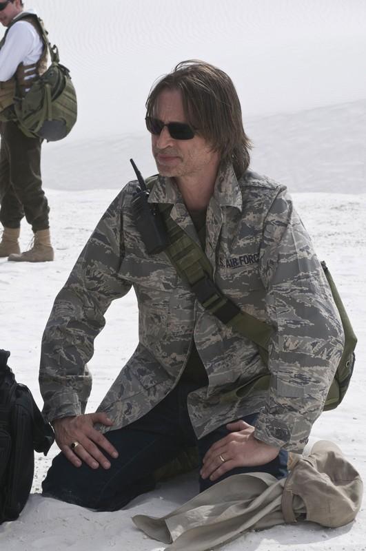 Il Dott. Nicholas Rush (Robert Carlyle) nell'episodio Air: Part 3 di Stargate Universe