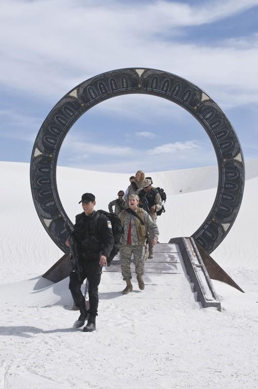 Lo squadra attraversa lo stargate e giunge in un'area desertica nell'episodio Air: Part 3 di Stargate Universe