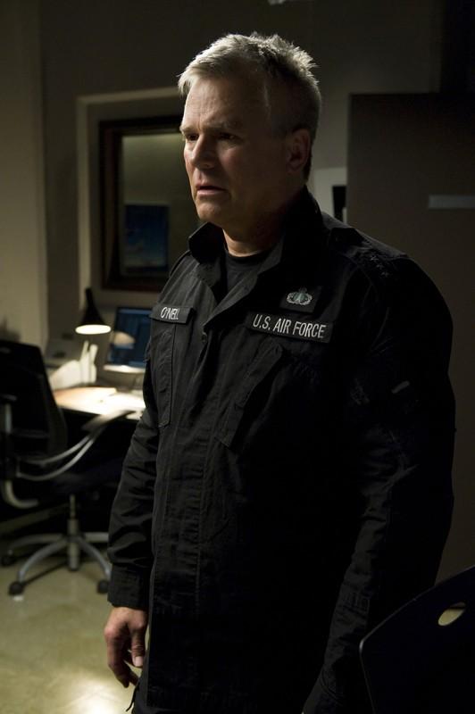 Richard Dean Anderson è Tenente Generale Jack O'Neill in una scena della premiere di Stargate Universe