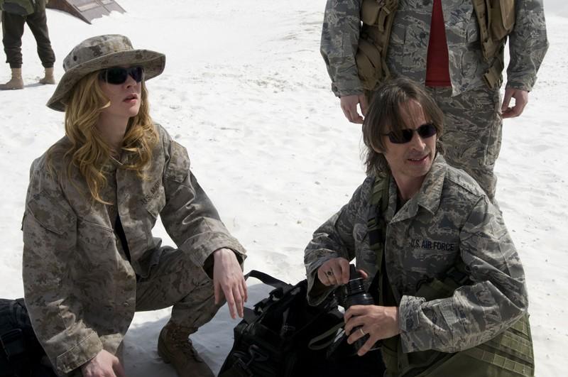 Andrea Palmer (Christina Schild) e il Dott. Nicholas Rush (Robert Carlyle) nell'episodio Air: Part 3 di Stargate Universe