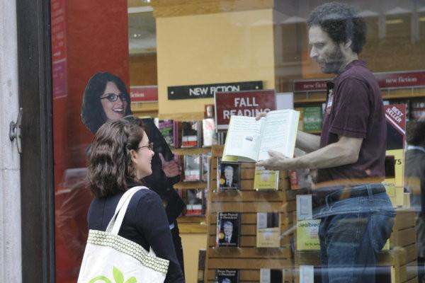 Tina Fey e Jon Glaser in un momento dell'episodio Into The Crevasse di 30 Rock