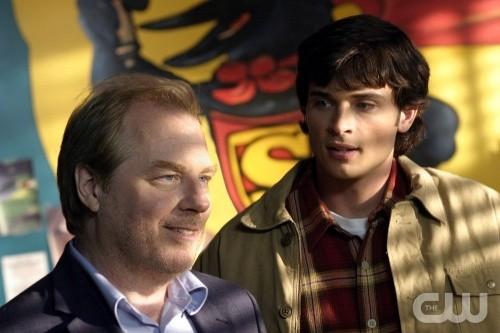 Tom Welling e Michael McKean dell\'episodio Storie di alieni di Smallville