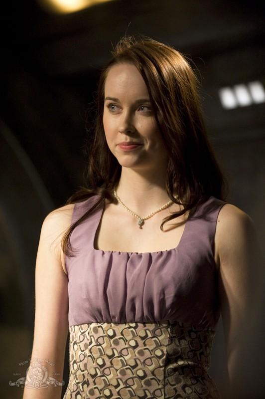 Elyse Levesque in un momento della puntata Darkness di Stargate Universe