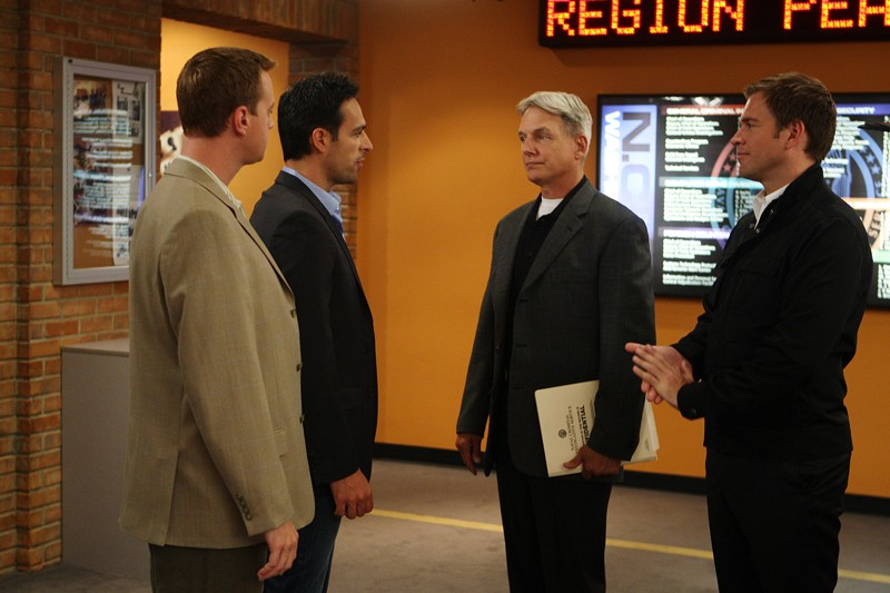 Mark Harmon, Sean Murray e Michael Weatherly in un momento dell'episodio Good Cop, Bad Cop di Navy N.C.I.S.