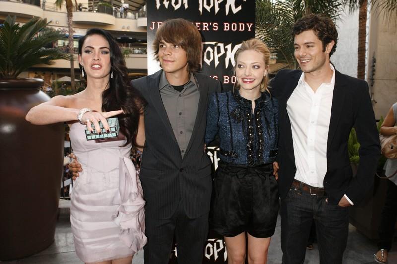 Megan Fox, Johnny Simmons, Amanda Seyfried e Adam Brody posano per i fan alla proiezione del film Jennifer's Body, a Hollywood, il 16 Settembre 2009