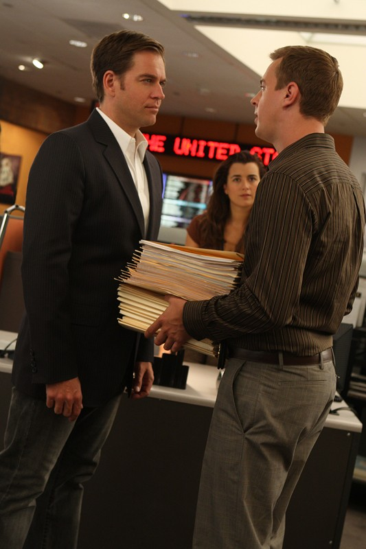 Michael Weatherly discute con Sean Murray in un momento dell'episodio Good Cop, Bad Cop di Navy N.C.I.S.