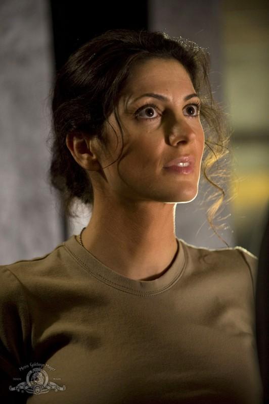 Vanessa James interpreta Julia Anderson nell'episodio Darkness della nuova serie Stargate Universe