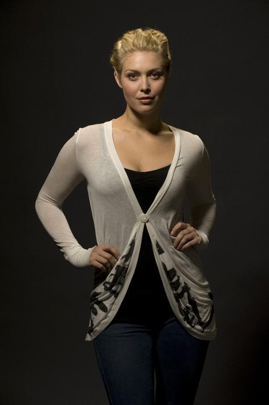 Alaina Kalanj in una foto promozionale della stagione 1 di Stargate Universe