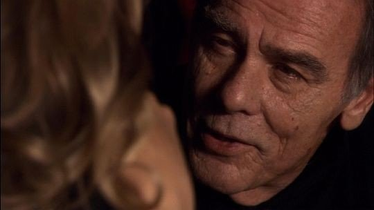 Dean Stockwell in una scena del film TV Battlestar Galactica: The Plan