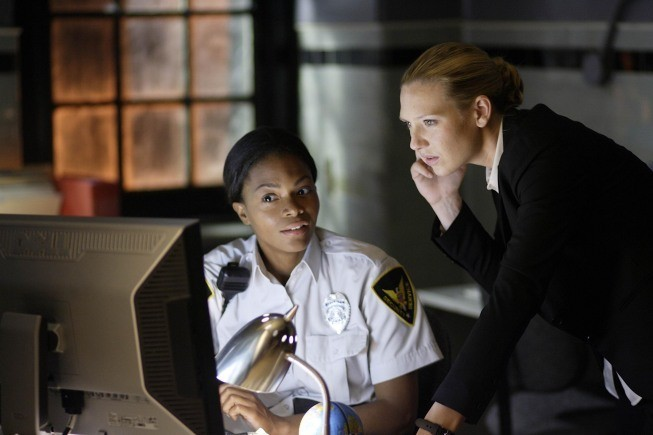 Fringe: Anna Torv in una scena dell'episodio Earthling