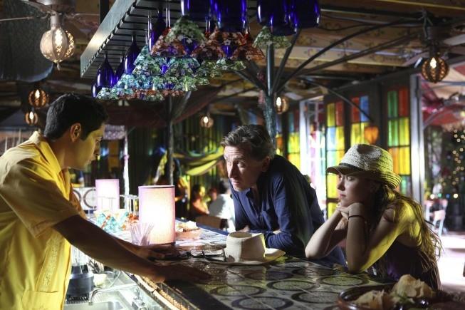 Lie to Me: Hayley McFarland e Tim Roth in una scena dell'episodio Control Factor