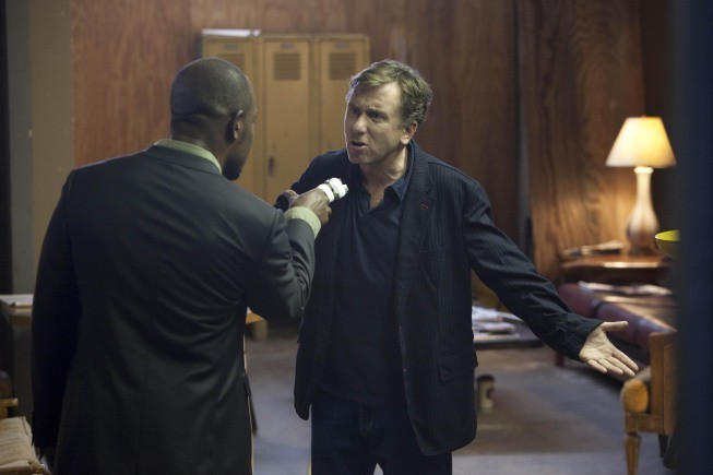 Lie to Me: la guest star Lennie James con Tim Roth in un momento dell'episodio Grievous Bodily Harm