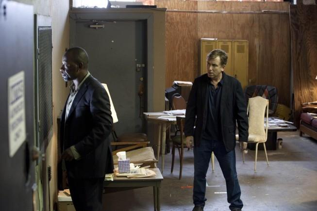 Lie to Me: la guest star Lennie James con Tim Roth in una scena dell'episodio Grievous Bodily Harm