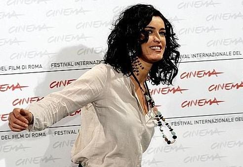 Roma 2009: l'attrice Blanca Romero, protagonista di After, volteggia davanti ai fotografi