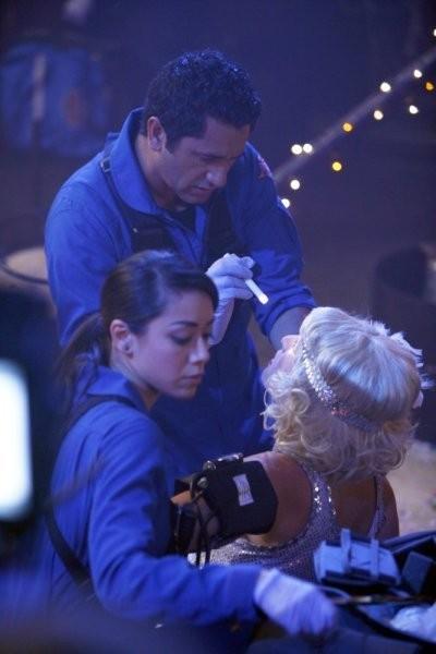 Trauma: Cliff Curtis e Aimee Garcia nell'episodio Masquerade