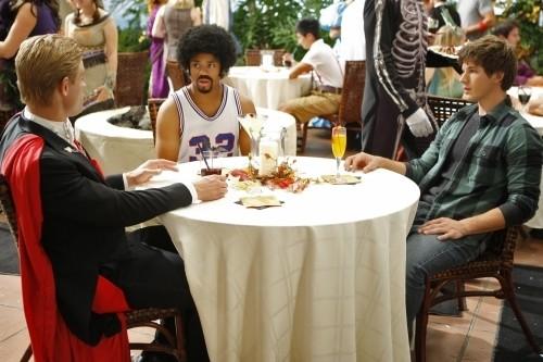 90210: Trevor Donovan, Tristan Wilds e Matt Lanter nell'episodio Unmasked