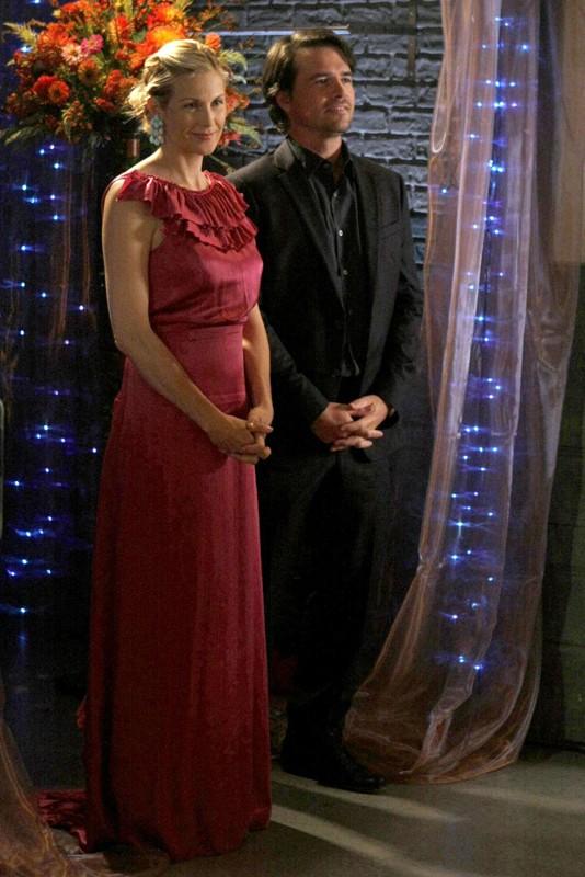 Kelly Rutherford e Matthew Settle al loro matrimonio nell'episodio Rufus Getting Married di Gossip Girl