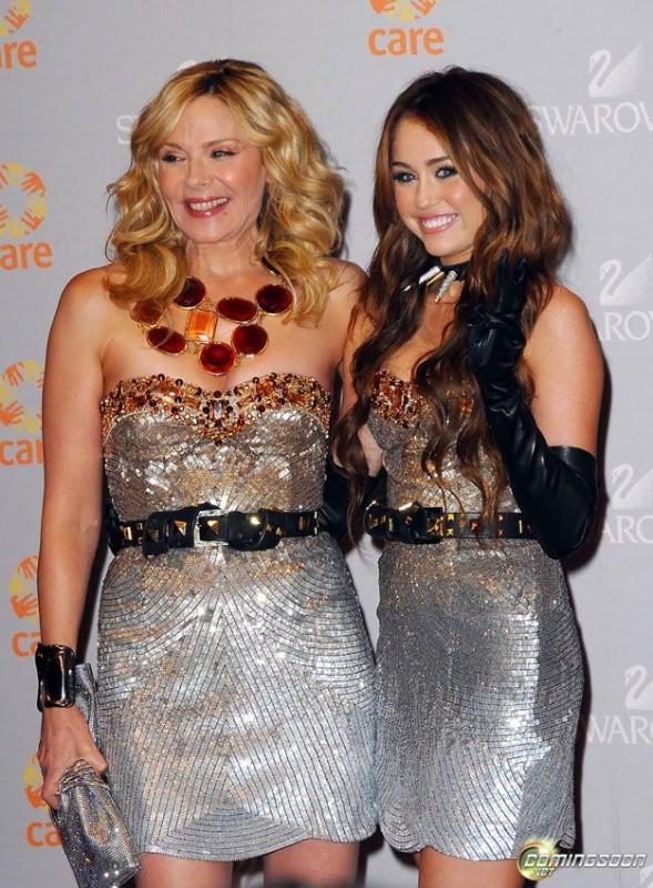 Kim Cattrall e Miley Cyrus sul set di Sex and the City 2