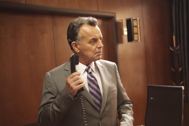 La guest star Ray Wise nell'episodio The Left Hand di Dollhouse